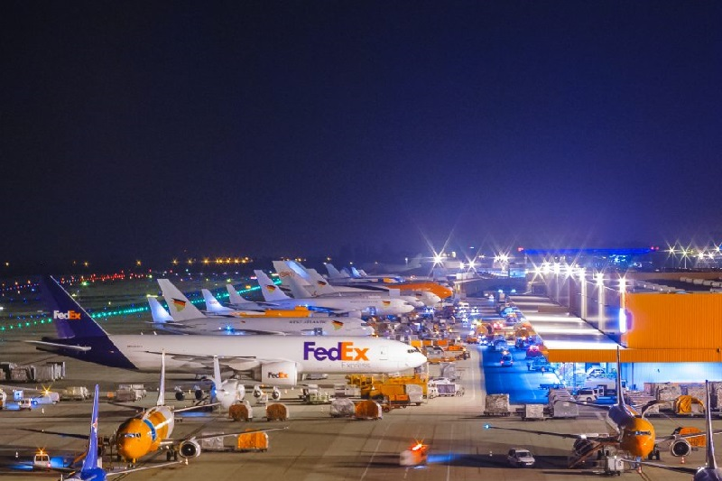 FedEx and TNT planes at Liege Airport
