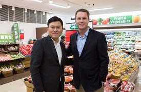 Walmart CEO Doug McMillon (right) with <p>Rakuten CEO Hiroshi Mikitani in January