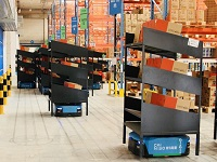 Alibaba subsidary Cainiao uses <p>warehouse robots extensively